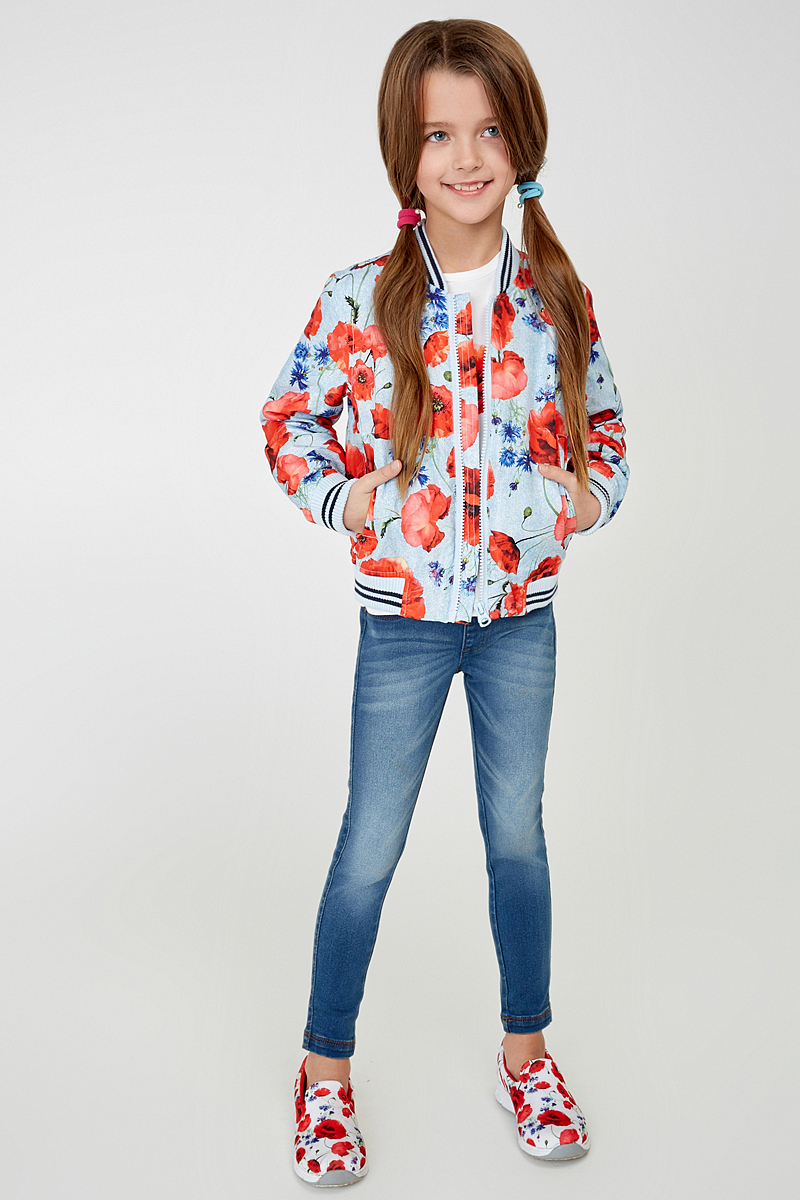 Куртка для девочки Acoola Jelle, цвет: голубой, красный. 20220130087_8000. Размер 11020220130087_8000Легкая куртка-бомбер Acoola Jelle для девочки - необходимая вещь в гардеробе юной модницы. Куртка выполнена из полиэстера с тонким слоем синтепона. Модель с воротником-стойкой застегивается на застежку-молнию и дополнена двумя прорезными карманами. Низ изделия и рукава отделаны трикотажными резинками. Куртка декорирована ярким цветочным принтом. В такой куртке ваша девочка всегда будет в центре внимания!