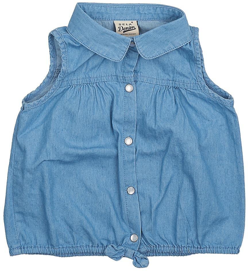 Блузка для девочки Sela, цвет: голубой джинс. Bjsl-532/001-7234. Размер 98, 3 годаBjsl-532/001-7234Оригинальная джинсовая блузка без рукавов Sela выполнена из натурального хлопка. Модель прямого кроя с отложным воротничком застегивается на пуговицы. Низ изделия собран на резинку и оформлен бантиком. Блузка подойдет для прогулок и дружеских встреч и будет отлично сочетаться с джинсами и брюками, и гармонично смотреться с юбками. Мягкая ткань комфортна и приятна на ощупь.