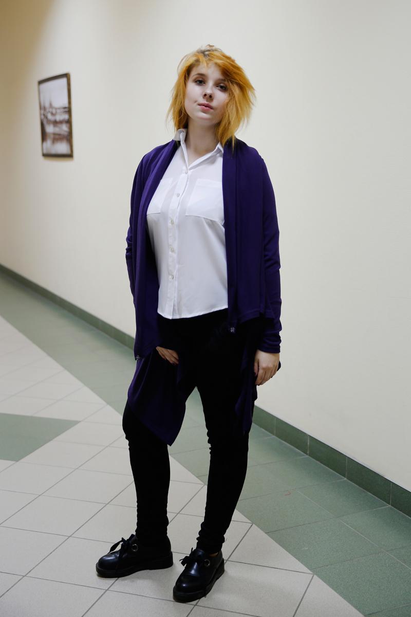 Кардиган женский Be in, цвет: фиолетовый. Кд 1хх-22. Размер 42/46Кд 1хх-22Кардиган Be in изготовлен из натуральной шерсти и акрила. Кардиган свободного кроя выполнен с длинными краями низа. Модель подразумевает разные вариации использования длинных концов кардигана.