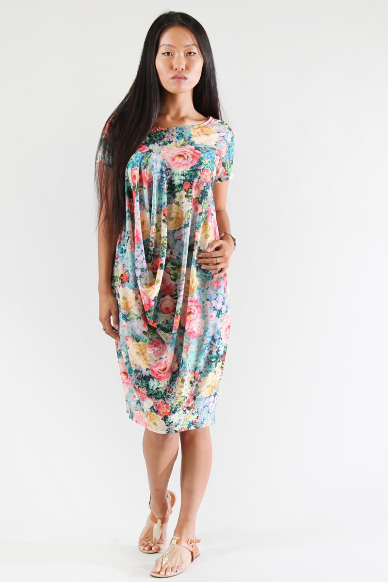 Платье Be in, цвет: мультиколор. Пл 17-х. Размер 44/48Пл 17-хСтильное платье изготовлено из полиэстера с добавлением вискозы. Модель с короткими рукавами и круглым воротником оформлена оригинальным принтом. Платье свободного кроя дополнено крупными сборками.