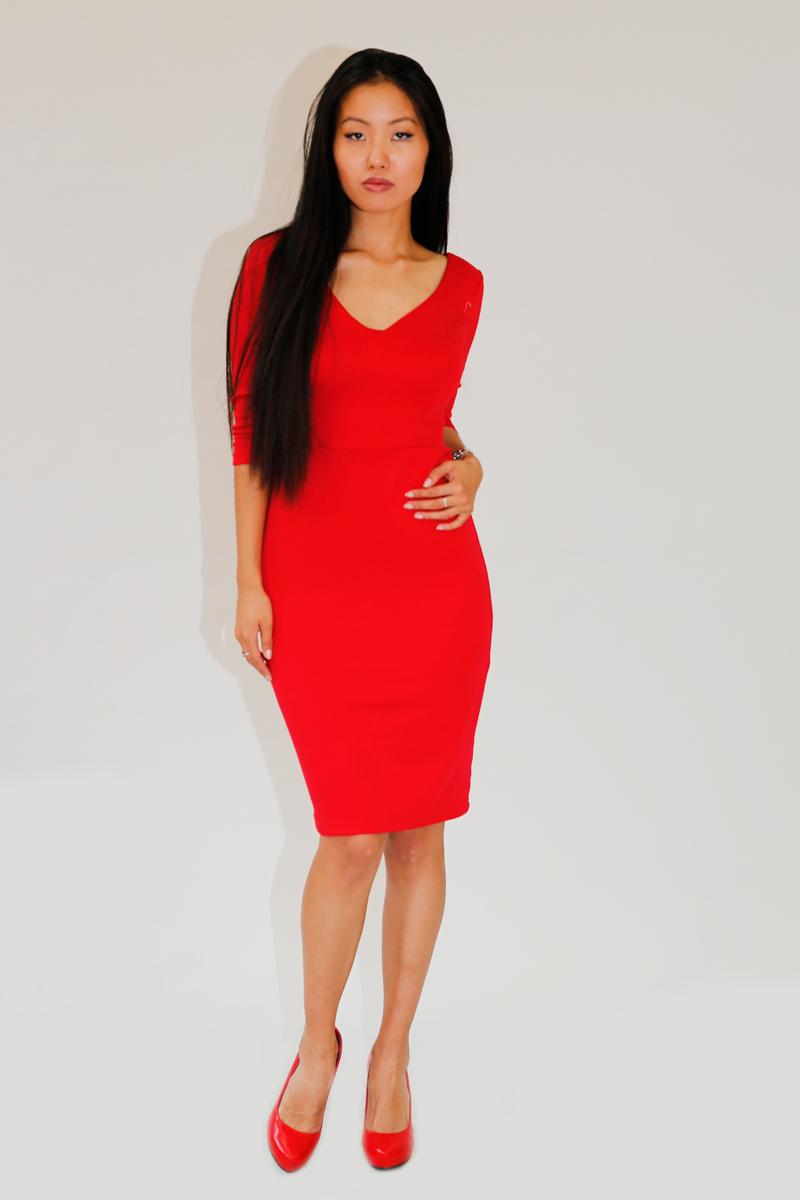 Платье Be in, цвет: красный. Пл 33-15. Размер М (46/48)Пл 33-15Стильное платье Be in изготовлено из качественной смесовой ткани и застегивается сзади на молнию. Модель длины миди и рукавами 3/4 оформлено оригинальным принтом. Платье Be in - для девушки, стремящейся всегда оставаться стильной и элегантной.