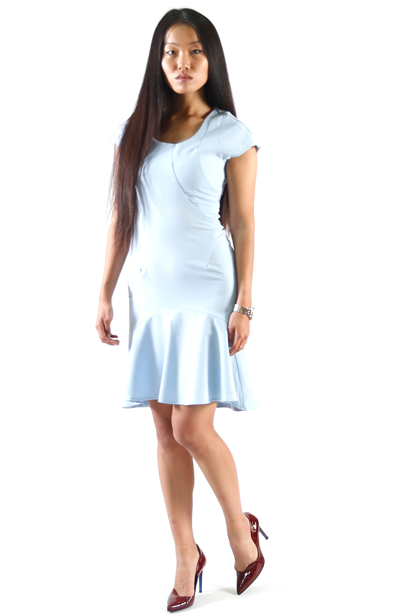 Платье Be in, цвет: голубой. Пл 45-39х. Размер S (42/44)Пл 45-39хСтильное платье Be in изготовлено из качественной смесовой ткани. Модель длины миди с короткими рукавами оформлено спереди крупным воланом. Платье Be in - для девушки, стремящейся всегда оставаться стильной и элегантной.