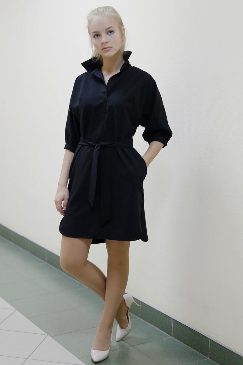 Платье Be in, цвет: черный. Пл 3-3. Размер 42/44Пл 3-3Короткое платье Be in изготовлено из вискозы и полиэстера и застегивается сверху на пуговицу. Модель с рукавами до локтя оформлена отложным воротничком и дополнена разрезами по бокам и широким поясом.