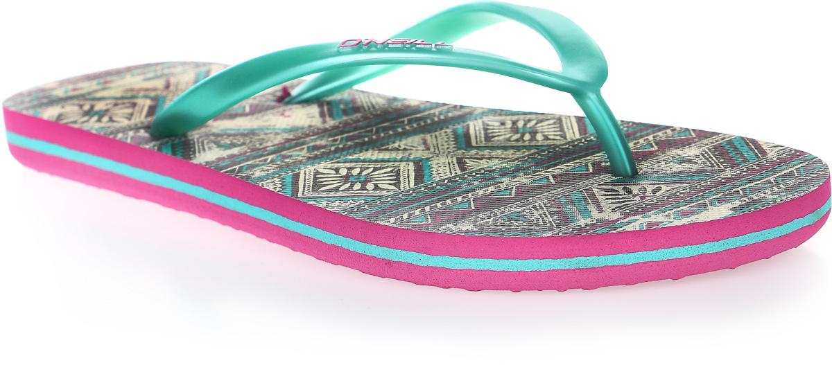 Сланцы женские ONeill Fw Print Flip Flop, цвет: зеленый. 7A8622-9960. Размер 38 (37)7A8622-9960Сланцы от ONeill незаменимы для пляжного сезона. Модель выполнена из качественного полимерного материала. Перемычка между пальцами отвечает за надежную фиксацию модели на ноге. Удобная подошва выполнена в ярких цветах. Эффектные сланцы помогут вам создать яркий, запоминающийся образ.