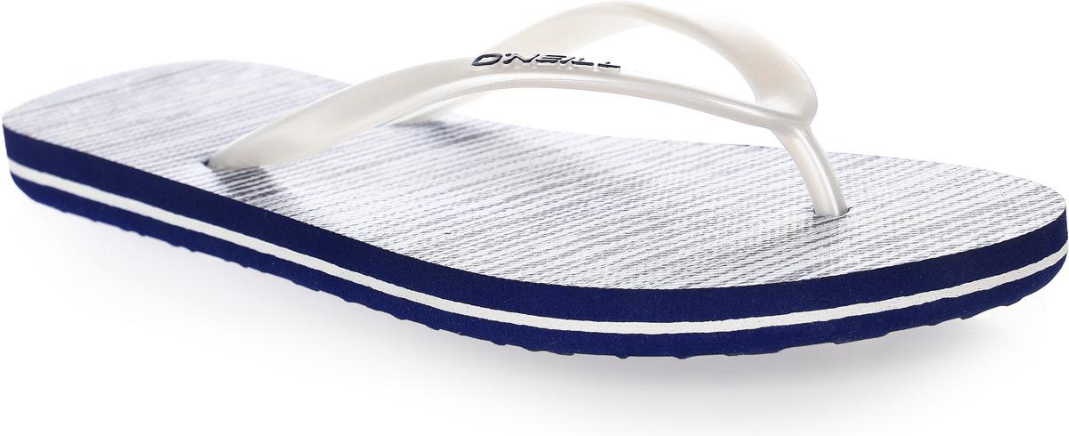 Сланцы женские ONeill Fw Print Flip Flop, цвет: синий. 7A8622-5900. Размер 36 (35)7A8622-5900Сланцы от ONeill незаменимы для пляжного сезона. Модель выполнена из качественного полимерного материала. Перемычка между пальцами отвечает за надежную фиксацию модели на ноге. Удобная подошва выполнена в ярких цветах. Эффектные сланцы помогут вам создать яркий, запоминающийся образ.