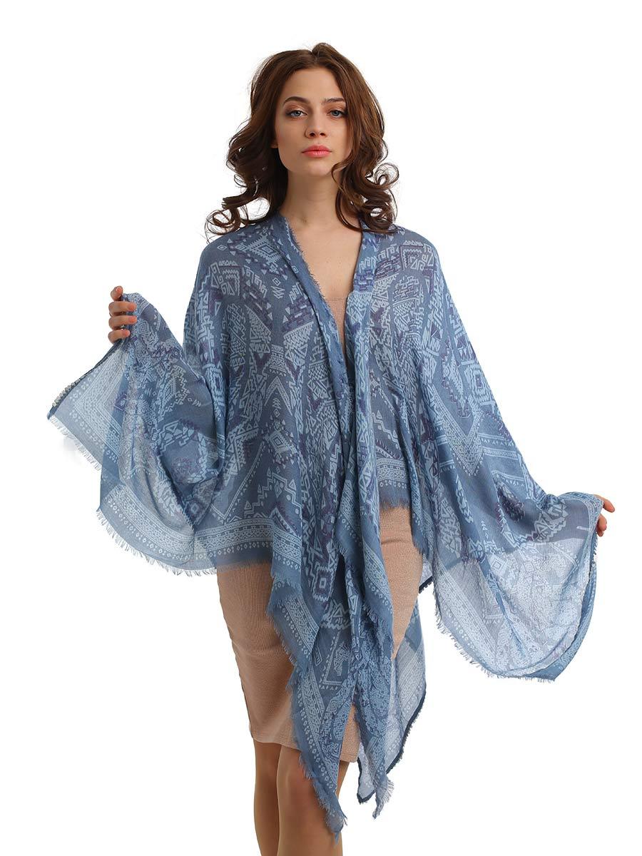 Палантин Passigatti, цвет: синий, голубой. 7700741-11. Размер 140 см х 140 см7700741-11Стильный палантин Passigatti изготовлен из вискозы с оригинальным узором. Материал изделия легкий и приятный на ощупь. Такой палантин станет незаменимым аксессуаром как для повседневного городского образа, так и для пляжного. Вы можете использовать его как накидку, обвернуть вокруг талии или придать форму платья.