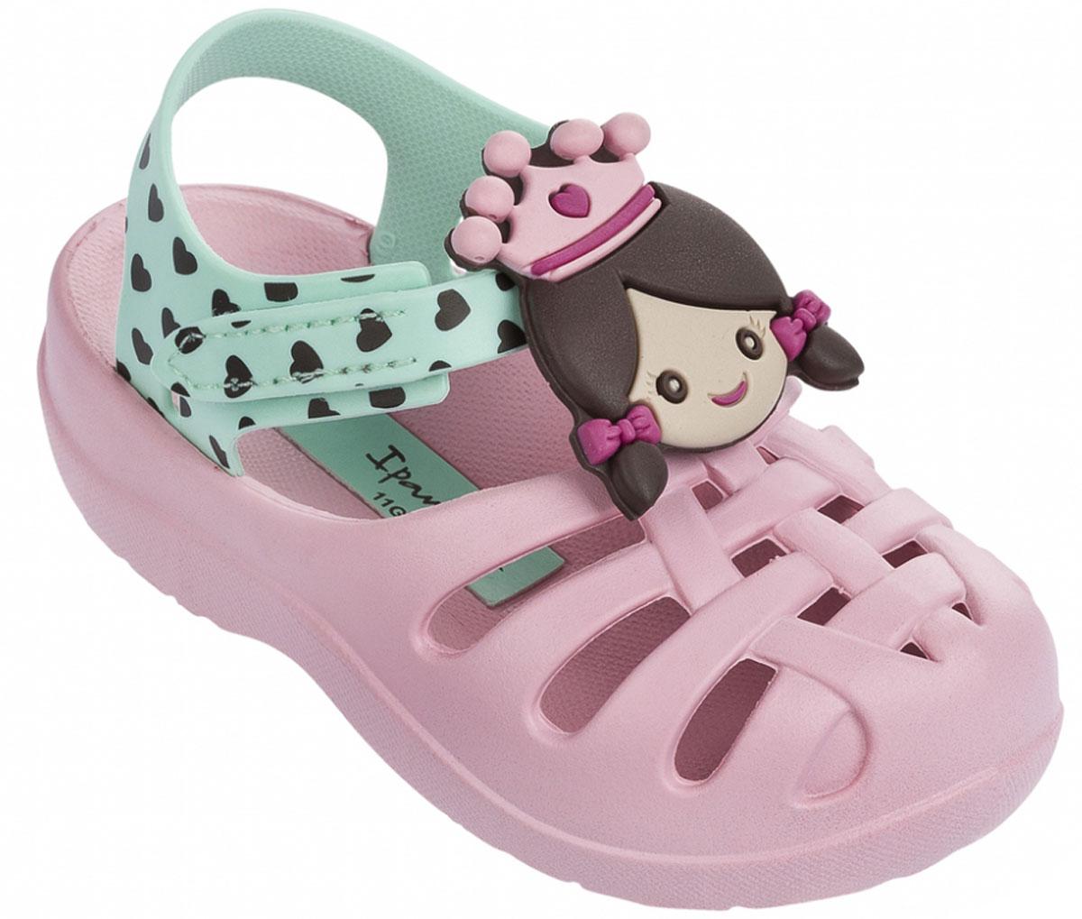 Сандалии для девочки Ipanema Summer Iii Baby, цвет: розовый, зеленый. 81948. Размер 24 (23)81948-23616Стильные сандалии от Ipanema придутся по душе вашей малышке и идеально подойдут для повседневной носки в летнюю погоду! Модель выполнена из поливинилхлорида и оформлена декоративным элементом в виде принцессы. Ремешок с застежкой-липучкой прочно закрепит модель на ножке. Подошва с рифлением гарантирует отличное сцепление с любой поверхностью. Практичные сандалии - незаменимая вещь в гардеробе маленькой модницы!