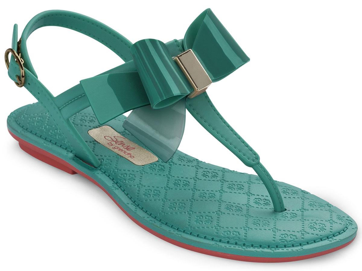 Сандалии для девочки Grendha Sense Sandal Kids, цвет: зеленый. 82105. Размер 26/27 (28)82105-90064Детские сандалии на маленьком каблучке Grendha Sense Sandal Kids выполнены из резины. Верх украшен нежным бантиком. Ремешок надежно зафиксирует модель на ноге. Стелька оформлена узором.