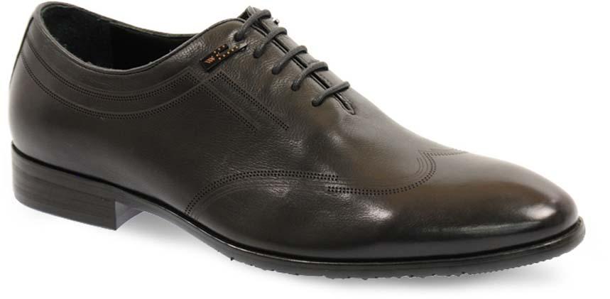 Туфли мужские Vera Victoria Vito, цвет: черный. 12-635-1-LUX. Размер 4212-635-1-LUXЭлегантные мужские туфли от Vera Victoria Vitoзаймут достойное место среди вашей коллекции обуви. Модель выполнена из натуральной высококачественной кожи и оформлена перфорацией, на мысе. Шнуровка позволяет прочно зафиксировать модель на ноге. Стелька из натуральной кожи позволяет вашим ногам дышать. Каблук и подошва с рифлением обеспечивают отличное сцепление с поверхностью. Стильные туфли прекрасно дополнят ваш деловой образ.