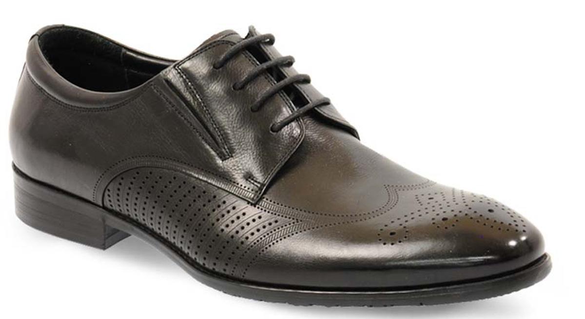 Туфли мужские Vera Victoria Vito, цвет: черный. 12-633-1-LUX. Размер 4412-633-1-LUXЭлегантные мужские туфли от Vera Victoria Vito займут достойное место среди вашей коллекции обуви. Модель выполнена из натуральной высококачественной кожи и оформлена перфорацией. Шнуровка позволяет прочно зафиксировать модель на ноге. Резинки, расположенные на подъеме, обеспечивают оптимальную посадку модели на ноге. Стелька из натуральной кожи позволяет вашим ногам дышать. Каблук и подошва с рифлением обеспечивают отличное сцепление с поверхностью. Стильные туфли прекрасно дополнят ваш деловой образ.