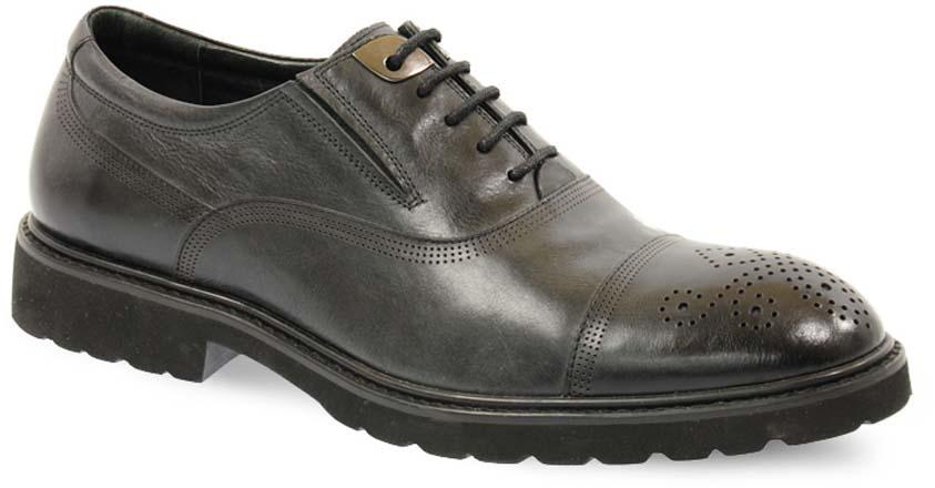 Туфли мужские Vera Victoria Vito, цвет: черный. 12-660-8. Размер 3912-660-8Модные мужские туфли от Vera Victoria Vito не оставят вас равнодушным. Модель выполнена из натуральной кожи и оформлена прострочкой и перфорацией. Классическая шнуровка надежно зафиксирует модель на ноге. Подкладка и стелька из мягкой кожи, предотвратят натирание и обеспечат комфорт при носке. Подошва, изготовленная из прочной и гибкой резины, дополнена небольшим каблуком. Рифление подошвы гарантирует отличное сцепление с различными поверхностями. Стильные туфли - незаменимая вещь в гардеробе каждого мужчины.