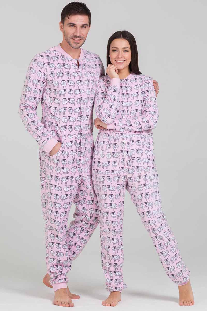 Пижама Футужама Овечки, цвет: розовый, белый. 100905. Размер M (48)100905Пижама-комбинезон от Футужама выполнена из мягкого флиса. Модель застегивается на пуговицы. Сзади имеется удобный карман, который так же, как вся пижама застегивается на пуговицы. Манжеты и низы брючин отделаны широкими манжетами.