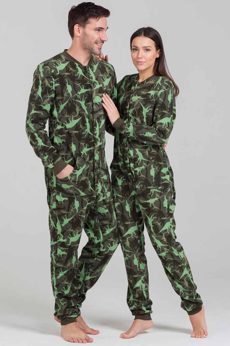 Пижама Футужама Динозаврики, цвет: зеленый, серый. 100908. Размер XS (44)100908Пижама-комбинезон от Футужама выполнена из мягкого флиса. Модель застегивается на пуговицы. Сзади имеется удобный карман, который так же, как вся пижама застегивается на пуговицы. Манжеты и низы брючин отделаны широкими манжетами.