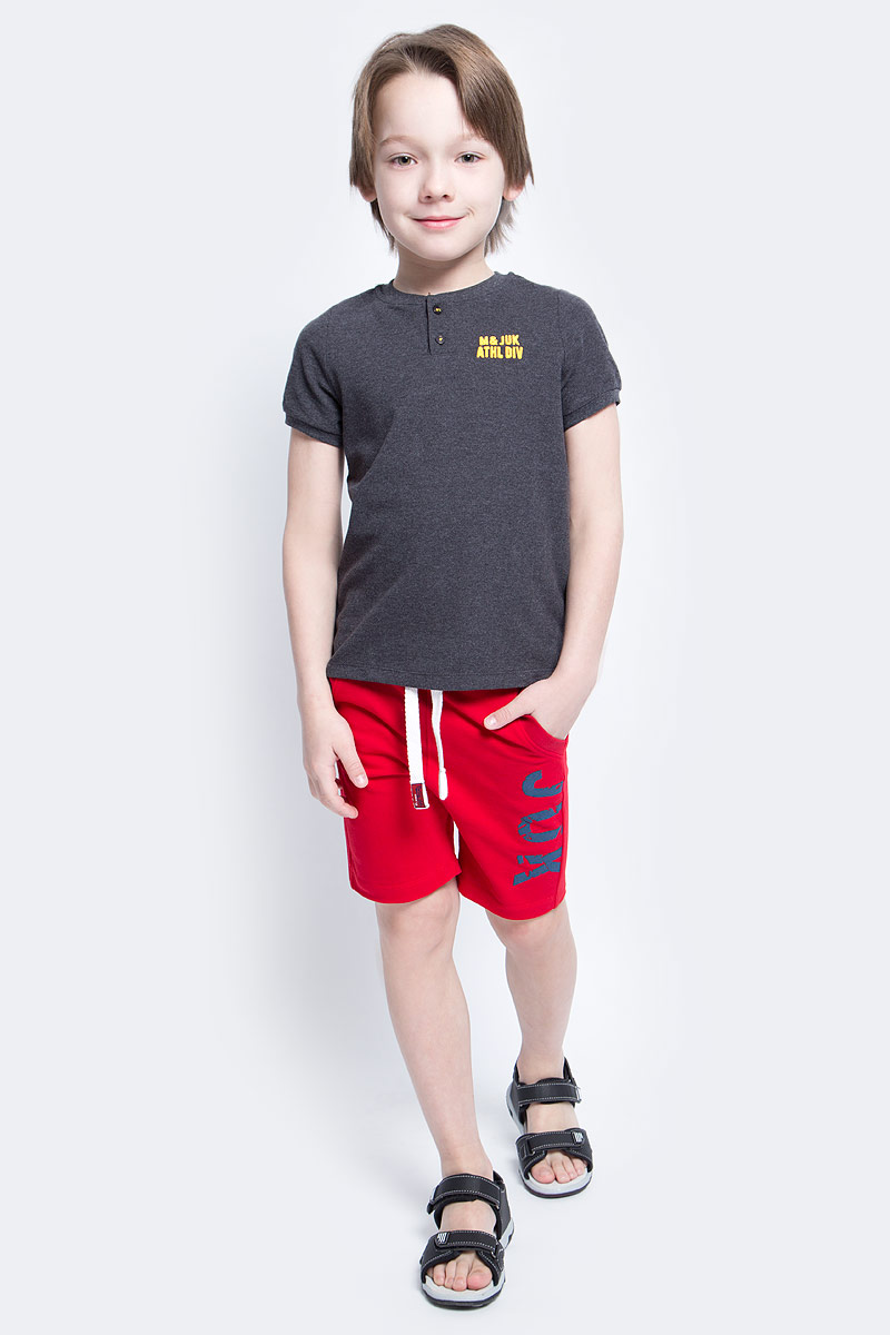 Шорты для мальчика Modniy Juk Juk, цвет: красный. 10В00100300. Размер 14610В00100300Удобные шорты для мальчика Modniy Juk Juk идеально подойдут вашему маленькому моднику. Изготовленные из хлопка с добавлением полиэстера, они не сковывают движения, сохраняют тепло, отводят влагу от тела и позволяют коже дышать, обеспечивая наибольший комфорт. Шорты полуприлегающего силуэта имеют широкую эластичную резинку на поясе, которая надежно фиксирует изделие и не сдавливает животик малыша. Объем талии регулируется при помощи шнурка-кулиски. Спереди модель дополненадвумя втачными карманами со скошенными краями. Шорты оформлены крупной контрастной надписью Juk на брючине. Практичные и стильные шорты идеально подойдут вашему малышу, а модная расцветка и высококачественный материал позволят ему комфортно чувствовать себя в течение дня и всегда оставаться в центре внимания!