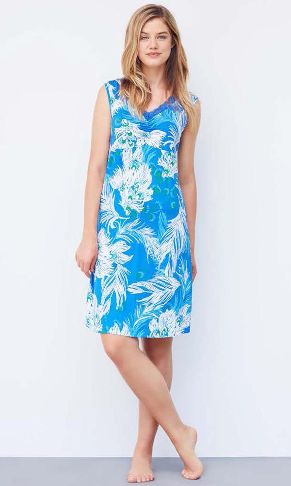 Платье домашнее Catherines, цвет: голубой. 1065. Размер XXL (52)1065Домашнее платье Catherines выполнено из 100% хлопка. Изделие без рукавов имеет V-образный вырез горловины и длину миди. Модель дополнена изображением перьев.