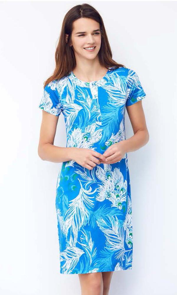 Платье домашнее Catherines, цвет: голубой, синий, белый. 1067. Размер S (44)1067Домашнее платье Catherines изготовлено из качественной смесовой ткани. Модель длины миди оформлена оригинальным рисунком. Платье с круглым вырезом горловины и короткими рукавами застегивается сверху на пуговицы.