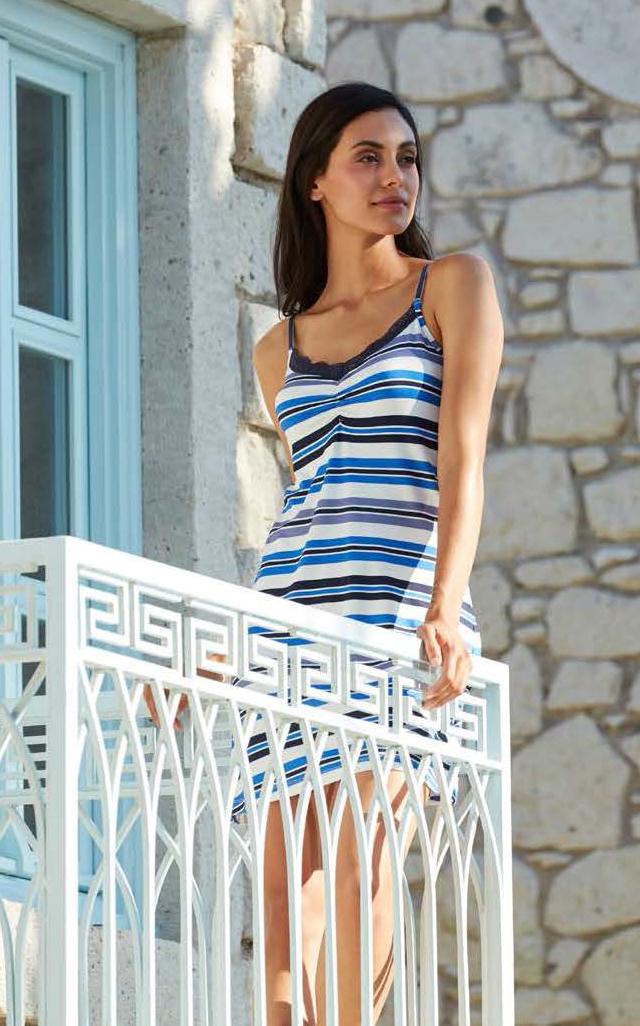 Платье домашнее Penye Mood, цвет: синий, белый, голубой. 8124. Размер XL (50)8124Домашнее платье Penye Mood изготовлено из вискозы с добавлением эластана. Модель длины мини имеет V-образное декольте и бретельки. Платье дополнено принтом в полоску. Подойдет для дома и отдыха на пляже.