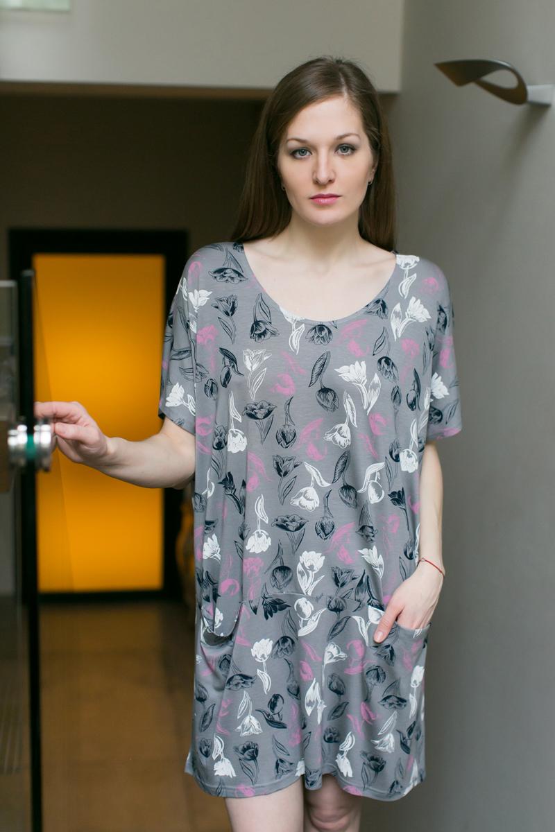 Платье домашнее Marusя, цвет: серый. 160054. Размер (48/50)160054Домашнее платье Marusя изготовлено из качественной смесовой ткани. Модель длины мини оформлена оригинальным принтом. Платье с круглым вырезом горловины и короткими рукавами дополнена двумя карманами.