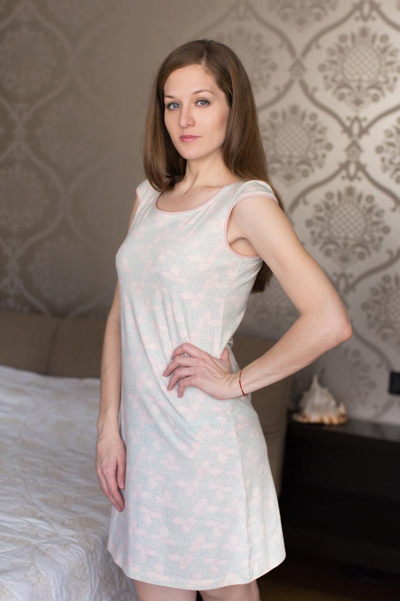 Платье домашнее Marusя, цвет: жемчужно-розовый. 160069. Размер M (46)160069Домашнее платье Marusя изготовлено из качественной смесовой ткани. Модель длины мини оформлена оригинальным рисунком. Платье с круглым вырезом горловины и короткими рукавами.