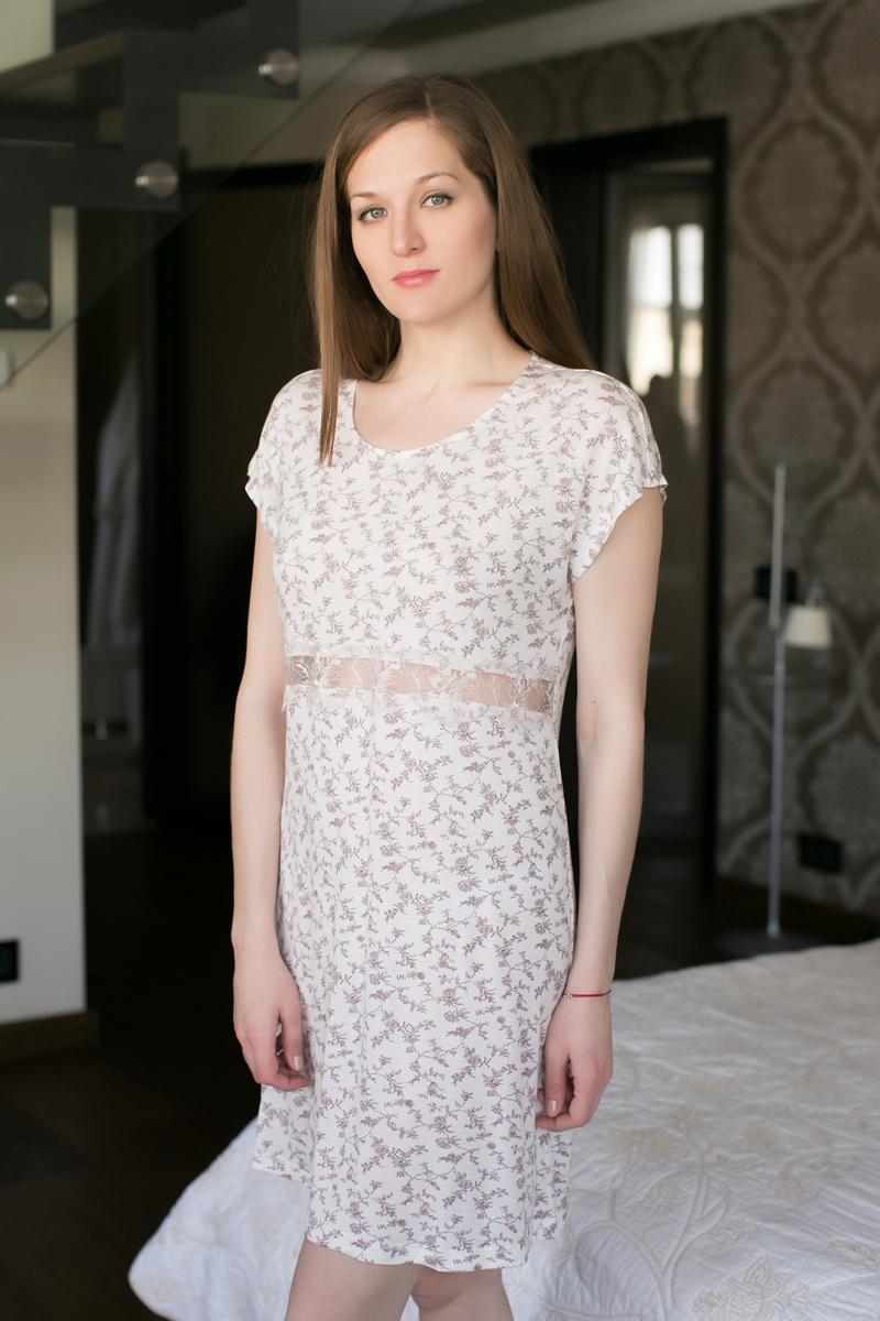 Ночная рубашка Marusя, цвет: бордовый. 162001. Размер XL (50)162001Ночная рубашка Marusя изготовлена из качественной вискозы. Модель длины миди выполнена с короткими рукавами. Рубашка в районе талии оформлена кружевом.