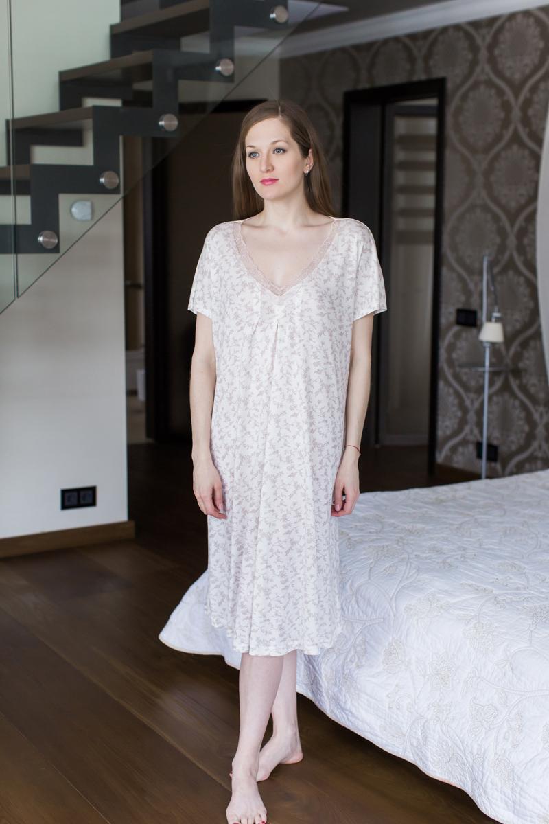 Ночная рубашка Marusя, цвет: бежевый. 162005. Размер XXL (52)162005Ночная рубашка Marusя изготовлена из качественной вискозы. Модель длины миди выполнена с короткими рукавами. Вырез горловины оформлен кружевом.