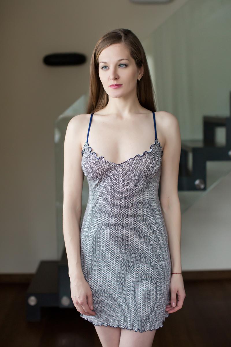 Ночная рубашка Marusя, цвет: бежевый, черный. 162024. Размер S (44)162024Ночная рубашка Marusя изготовлена из качественной смесовой ткани. Модель длины мини на тонких бретельках оформлена рисунком в спокойных тонах.