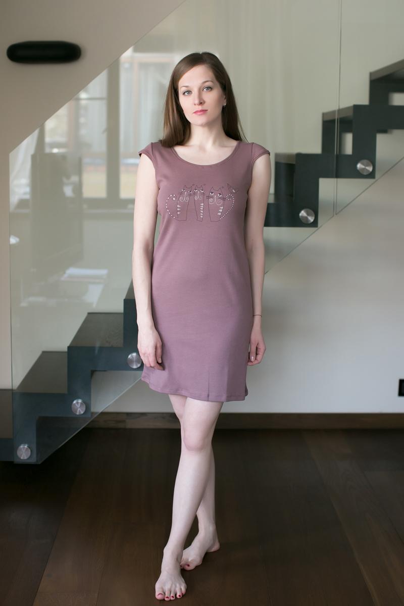 Платье домашнее Marusя, цвет: какао. 162032. Размер M (46)162032Домашнее платье Marusя изготовлено из качественного хлопка. Изделие прямого кроя с короткими рукавами. Модель длины мини оформлена принтом с кошками.