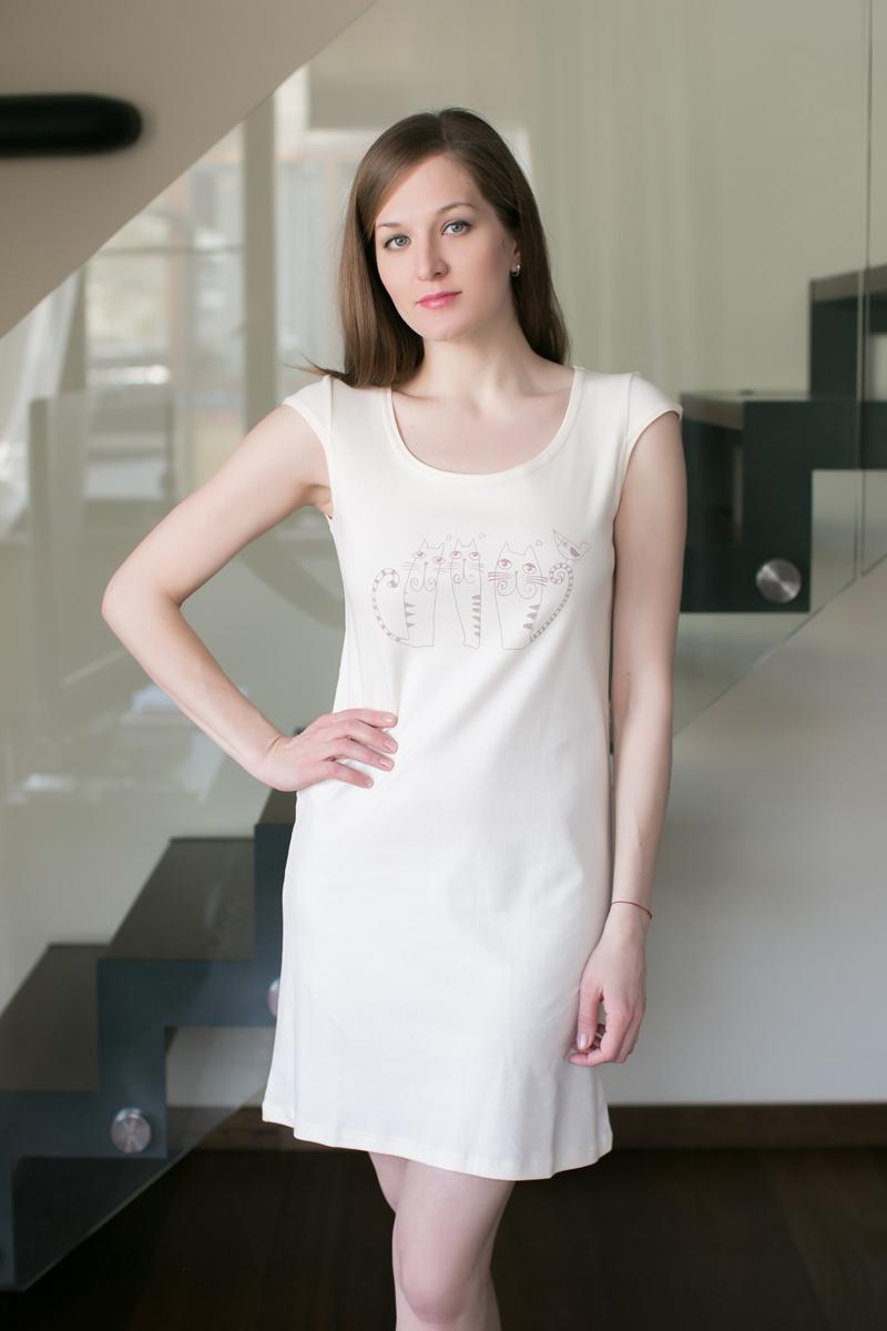 Платье домашнее Marusя, цвет: экрю. 162033. Размер M (46)162033Домашнее платье Marusя изготовлено из качественного хлопка. Изделие прямого кроя с короткими рукавами. Модель длины мини оформлена принтом с кошками.