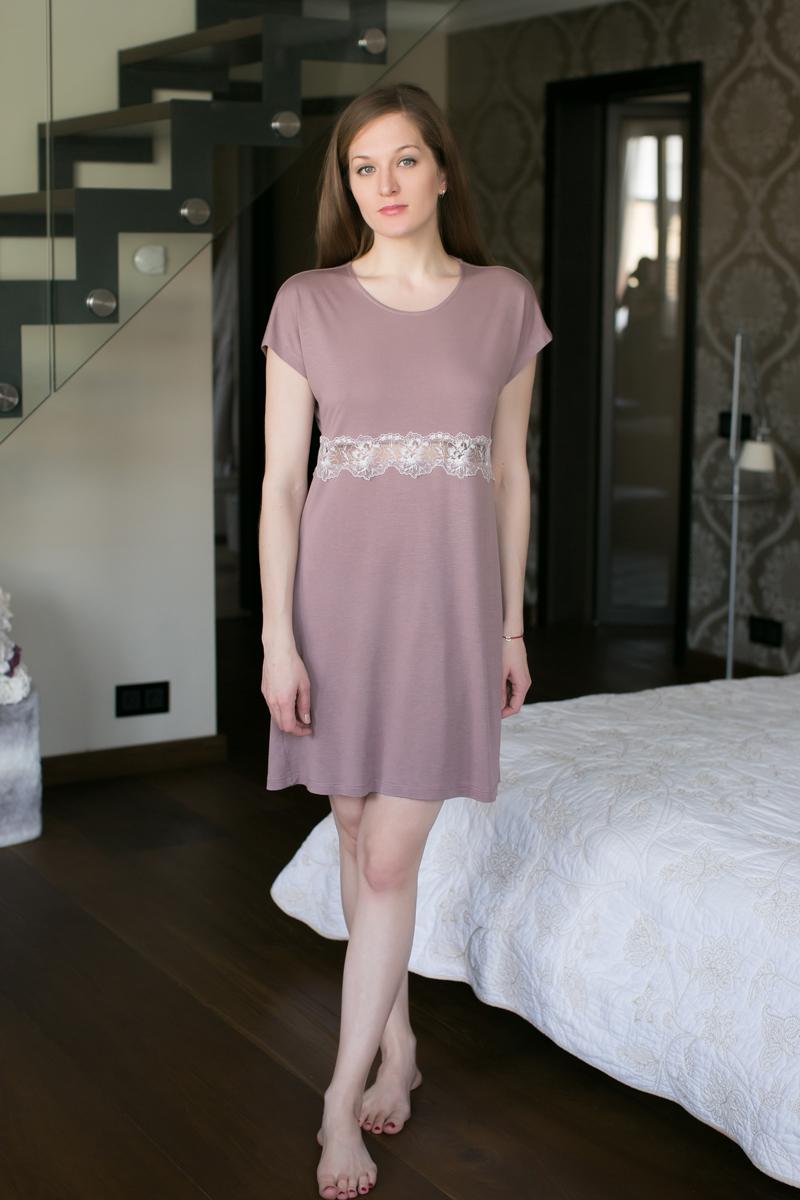 Ночная рубашка Marusя, цвет: какао. 162036. Размер L (48)162036Ночная рубашка Marusя изготовлена из качественной вискозы. Модель длины миди выполнена с короткими рукавами. Рубашка в районе талии оформлена кружевом.