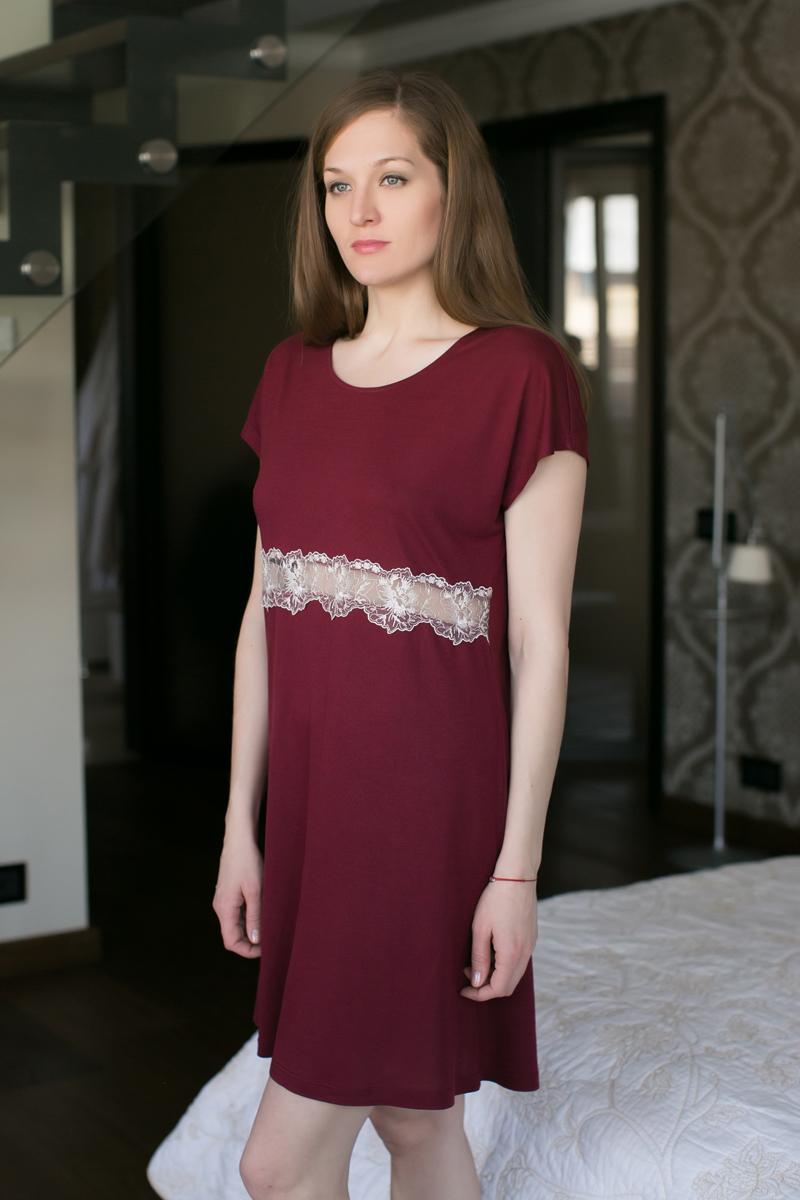 Ночная рубашка Marusя, цвет: бордовый. 162037. Размер L (48)162037Ночная рубашка Marusя изготовлена из качественной вискозы. Модель длины миди выполнена с короткими рукавами. Рубашка в районе талии оформлена кружевом.