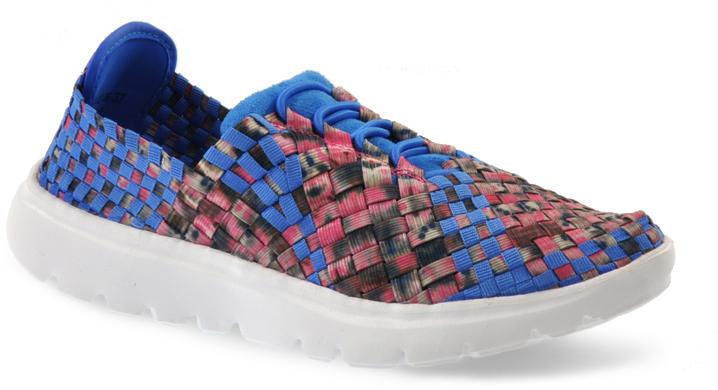 Кроссовки женские Spur, цвет: голубой. SM3502_02_09_BLUE. Размер 37SM3502_02_09_BLUEЛегкие женские кроссовки от Spur покорят вас своим дизайном и удобством! Модель выполнена из текстиля. Полиуретановая подошва с рельефной поверхностью обеспечивает отличное сцепление с любыми поверхностями.