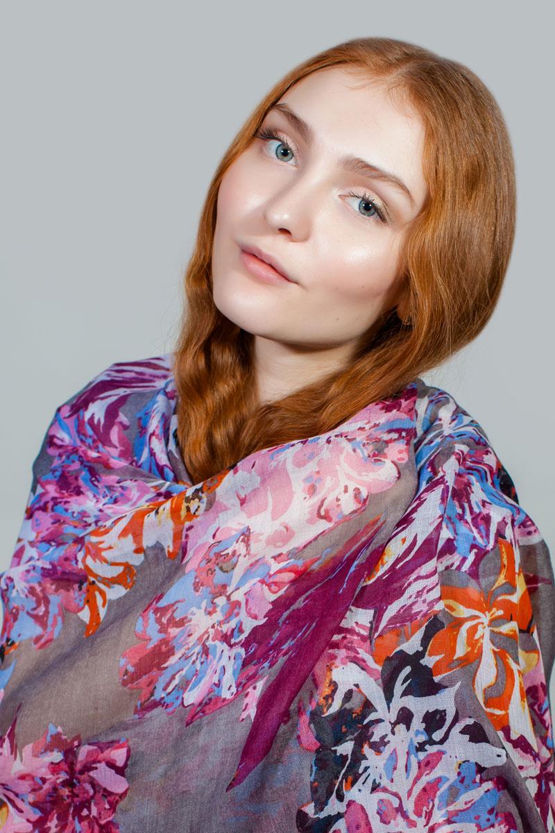 Палантин Sophie Ramage, цвет: фиолетовый, голубой, оранжевый. BT-11701-53. Размер 80 см х 180 смBT-11701-53Яркий палантин Sophie Ramage изготовлен из модала и шелка. Модель оформлена оригинальным принтом. Изделия Sophie Ramage приятные на ощупь и подойдут к любому стилю.