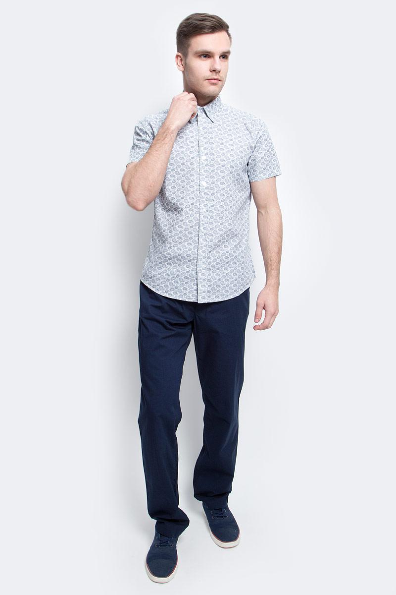 Рубашка мужская Finn Flare, цвет: белый. S17-22022_201. Размер XL (52)S17-22022_201Рубашка мужская Finn Flare выполнена из вискозы. Модель с отложным воротником и короткими рукавами застегивается на пуговицы.