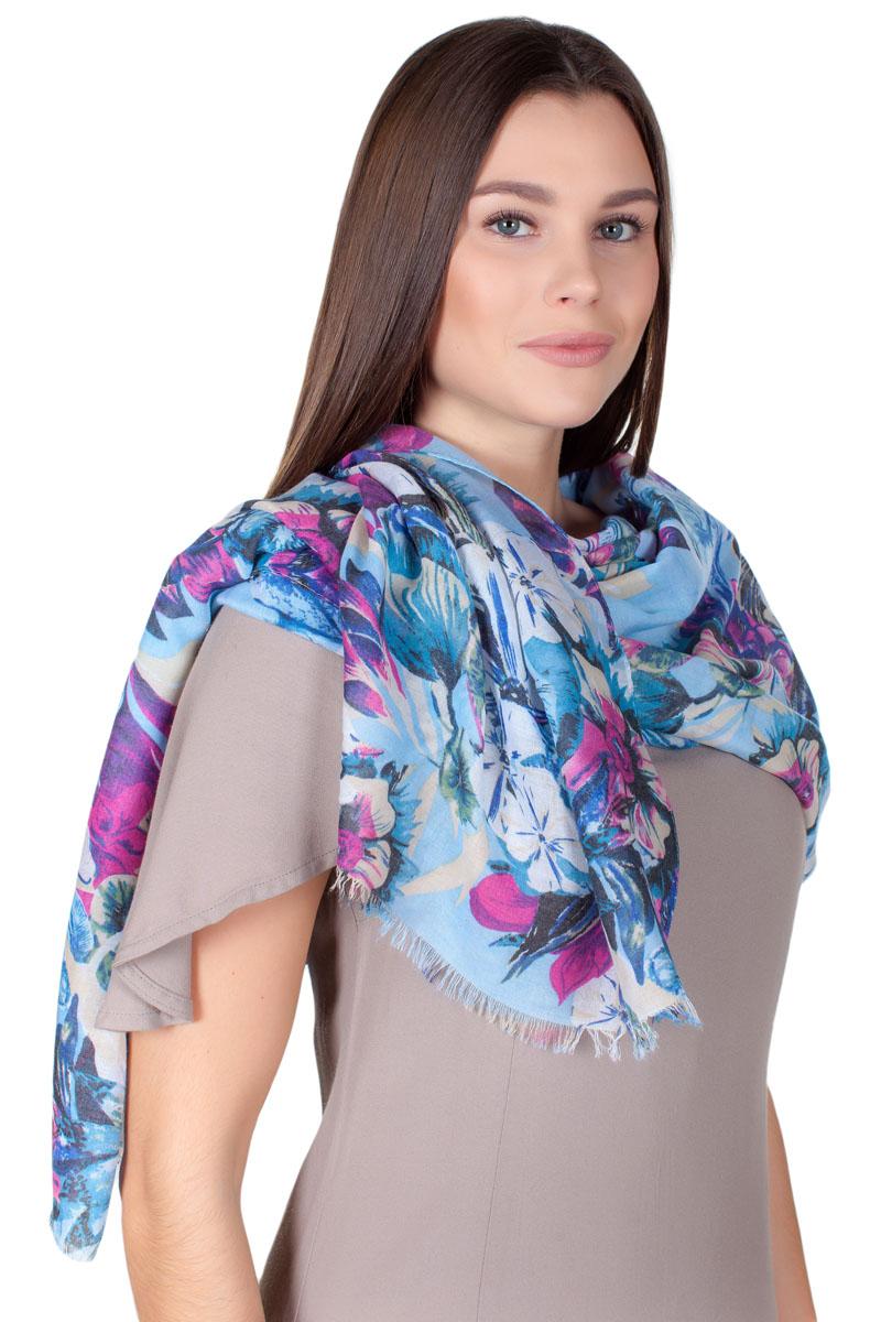 Палантин Sophie Ramage, цвет: голубой, белый, фуксия. YY-11722-2. Размер 90 см х 180 смYY-11722-2Стильный женский палантин изготовлен из модала и шелка. Изделие оформлено оригинальным принтом. По краям имеется короткая бахрома.