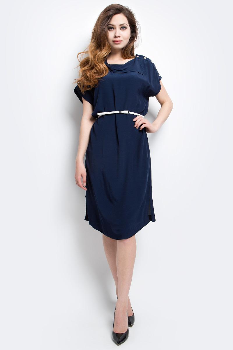 Платье Finn Flare, цвет: темно-синий. CS17-17029_101. Размер L (48)CS17-17029_101Платье Finn Flare выполнено из 100% вискозы. Модель с короткими рукавами на талии дополнена поясом контрастного цвета.