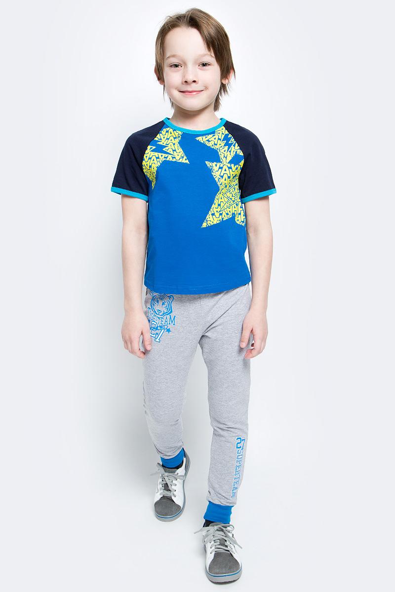 Футболка для мальчика M&D, цвет: синий, темно-синий. SJF17014M29. Размер 128SJF17014M29Стильная футболка M&D для мальчика изготовлена из натурального хлопка, она необычайно мягкая и приятная на ощупь, не сковывает движения ребенка и придает комфорт.Футболка с короткими рукавами-реглан и круглым вырезом горловины оформлена оригинальным принтом. Вырез горловины и края рукавов дополнены трикотажной бейкой.