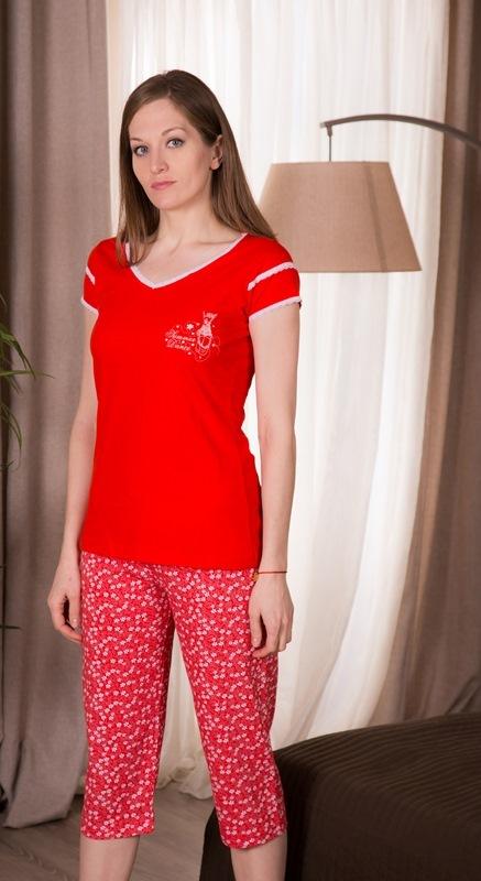 Комплект домашний женский Vienettas Secret: футболка, капри, цвет: красный. 408052 4668. Размер L (48)408052 4668Женский домашний комплект Vienettas Secret включает футболку и капри. Комплект выполнен из 100% натурального хлопка. Футболка имеет V-образный вырез горловины и короткие рукава. Капри снабжены резинкой на талии. Футболка выполнена в однотонном дизайне, а капри дополнены цветочным принтом.
