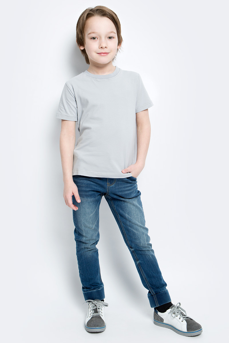 Футболка для мальчика КотМарКот, цвет: серый. 14946. Размер 122, 7 лет14946Футболка для мальчика КотМарКот изготовлена из высококачественного эластичного хлопка. Модель с короткими рукавами и круглым вырезом горловины имеет однотонную расцветку. Горловина дополнена эластичной трикотажной вставкой.
