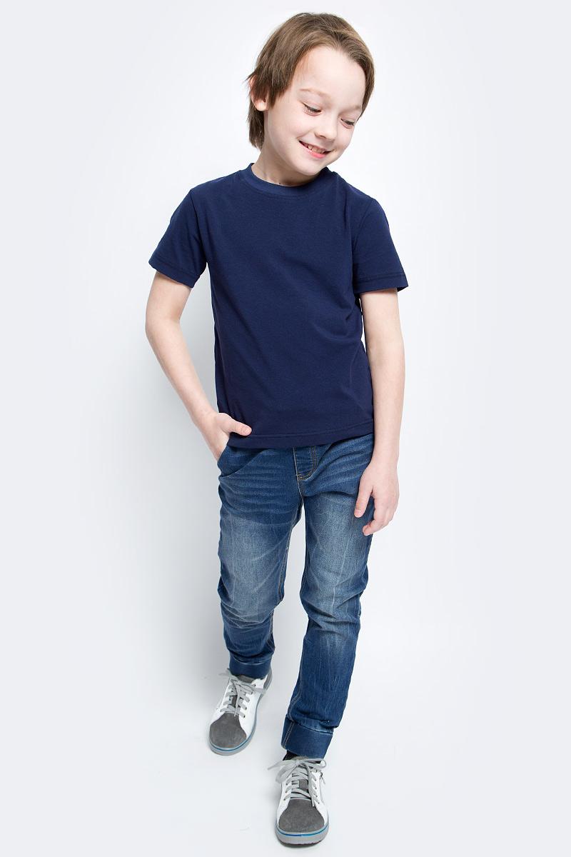 Джинсы для мальчика PlayToday, цвет: синий. 171103. Размер 110, 5 лет171103Практичные джинсы для мальчика PlayToday изготовлены из хлопка с добавлением полиэстера и эластана. Джинсы на талии имеют широкую эластичную резинку и утягивающие завязки. Имеется имитация ширинки. Спереди джинсы дополнены двумя карманами со скошенными краями, а сзади - большим накладным карманом. Модель оформлена эффектом потертости. Низ брючин дополнен широкими плотными манжетами.