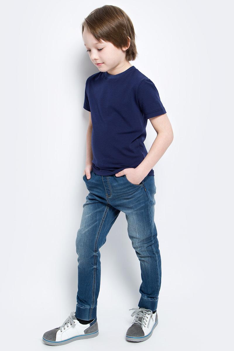 Футболка для мальчика КотМарКот, цвет: темно-синий. 14943. Размер 98, 3 года14943Футболка для мальчика КотМарКот изготовлена из высококачественного эластичного хлопка. Модель с короткими рукавами и круглым вырезом горловины имеет однотонную расцветку. Горловина дополнена эластичной трикотажной вставкой.