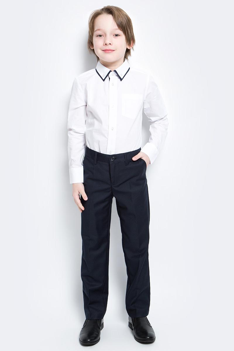 Брюки для мальчика PlayToday, цвет: темно-синий. 461007. Размер 104461007Классические брюки для мальчика выполнены из комфортного материала. Модель прямого кроя со стрелками застегивается на молнию и пуговицу, пояс на резинке для лучшей посадки. Изделие дополнено тремя функциональными карманами: двумя втачными спереди и одним прорезным на пуговке сзади.