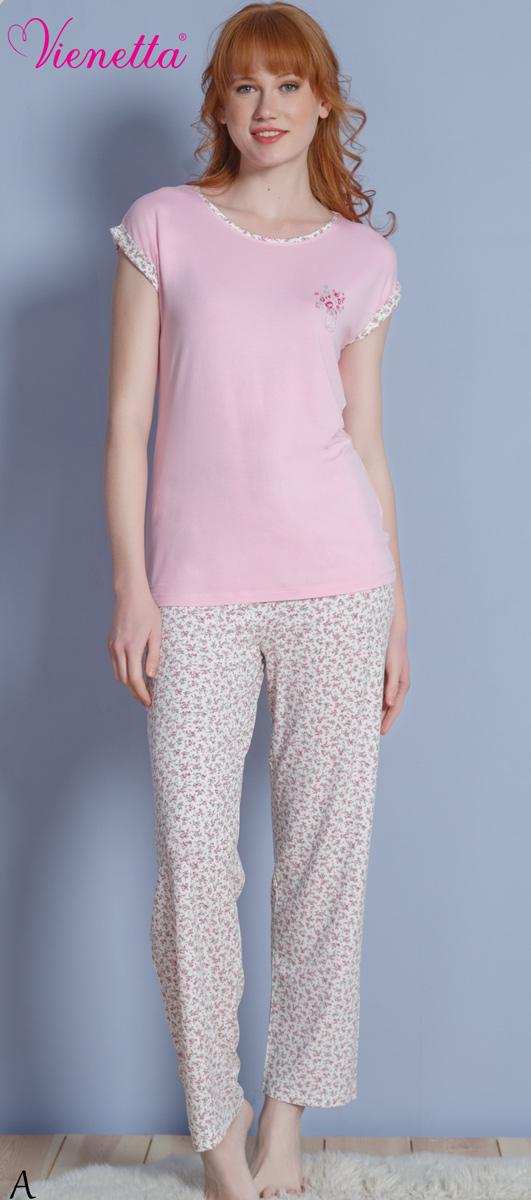 Комплект домашний женский Vienettas Secret: футболка, брюки, цвет: светло-розовый, серый. 610288 1310. Размер L (48)610288 1310Женский домашний комплект Vienettas Secret состоит из футболки и брюк. Комплект выполнен из 100% вискозы. Футболка имеет круглый вырез горловины и короткие цельнокроеные рукава. Брюки свободного кроя снабжены резинкой на талии. Футболка выполнена в однотонном дизайне, а брюки дополнены цветочным принтом.