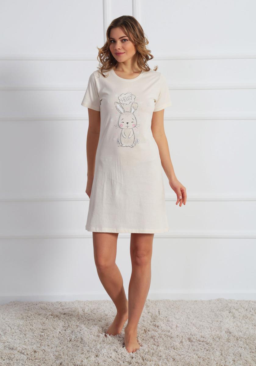 Платье домашнее Vienettas Secret, цвет: молочный. 610224 0000. Размер L (48)610224 0000Домашнее платье Vienettas Secret выполнено из 100% натурального хлопка. Изделие имеет круглый вырез горловины, стандартные короткие рукава и длину мини. Модель прямого кроя не стесняет движений и комфортна для домашней носки. Платье выполнено в однотонном дизайне и дополнено забавным изображением зайчика.