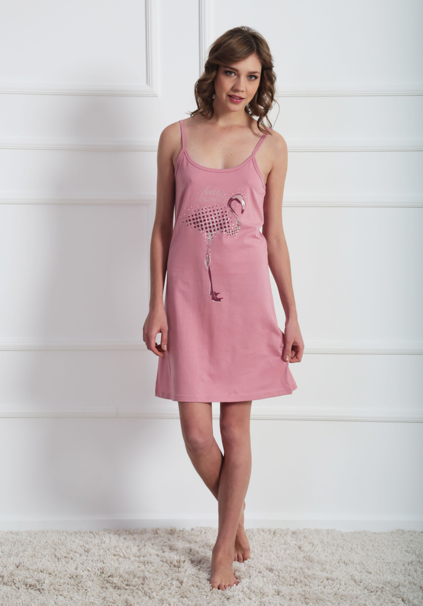 Платье домашнее Vienettas Secret, цвет: розовый. 611099 0000. Размер M (46)611099 0000Домашнее платье Vienettas Secret выполнено из 100% натурального хлопка. Изделие на бретельках имеет глубокое декольте с круглым вырезом и длину мини. Модель свободного кроя не стесняет движений и комфортна для домашней носки. Платье выполнено в однотонном дизайне и дополнено изображением фламинго.