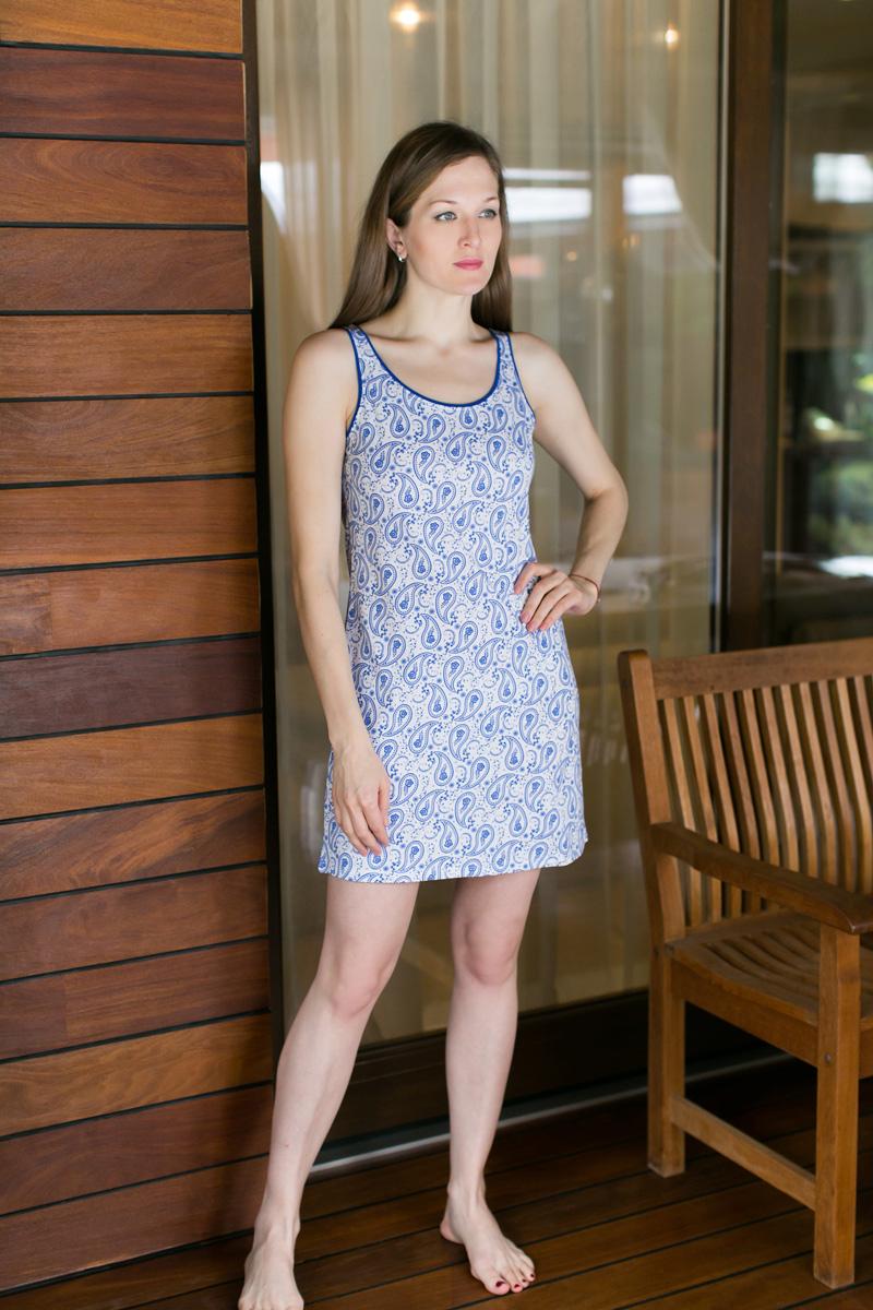 Платье домашнее Violett, цвет: белый, синий. 17110522. Размер L (48)17110522Домашнее платье Violett выполнено из натурального хлопка. Платье-миди с круглым вырезом горловины и без рукавов оформлено стильным принтом.