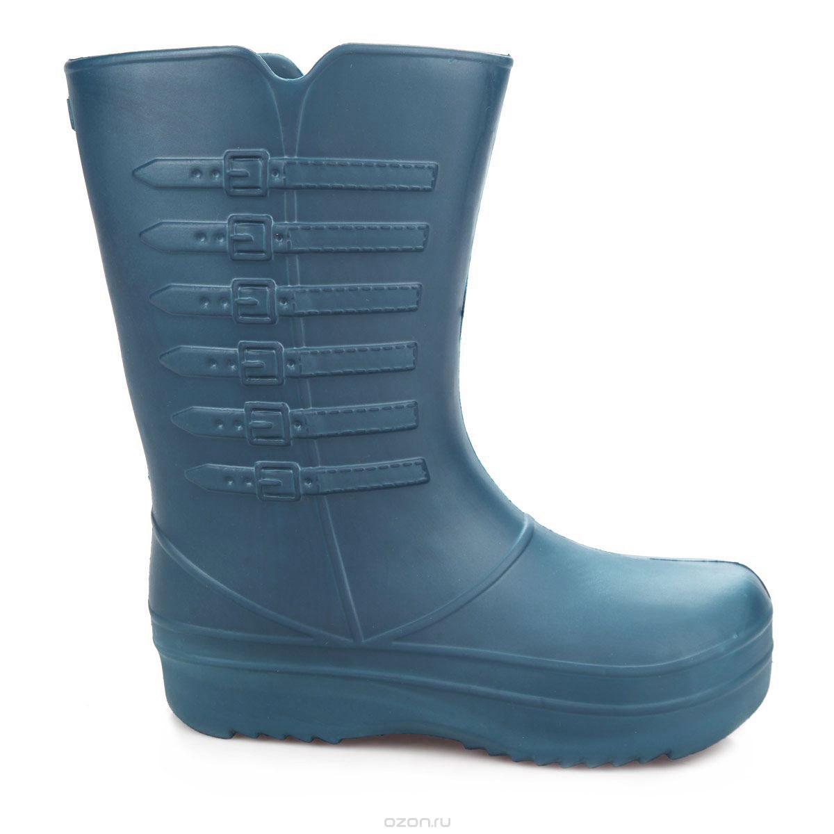 Сапоги резиновые женские Strappi, цвет: темно-синий. 703-3637. Размер 36/37703Практичные женские сапоги Strappi выполнены из прочного материала ЭВА. Благодаря литой форме они надежно защитят ваши ноги от влаги. Сапоги прекрасно сохраняют форму и не деформируются. Рельефная поверхность подошвы обеспечивает отличное сцепление с любой поверхностью. Одна из боковых сторон модели декорирована имитацией ремней с пряжками. В таких сапогах вашим ногам будет комфортно и уютно, они станут незаменимы в дождливую погоду.