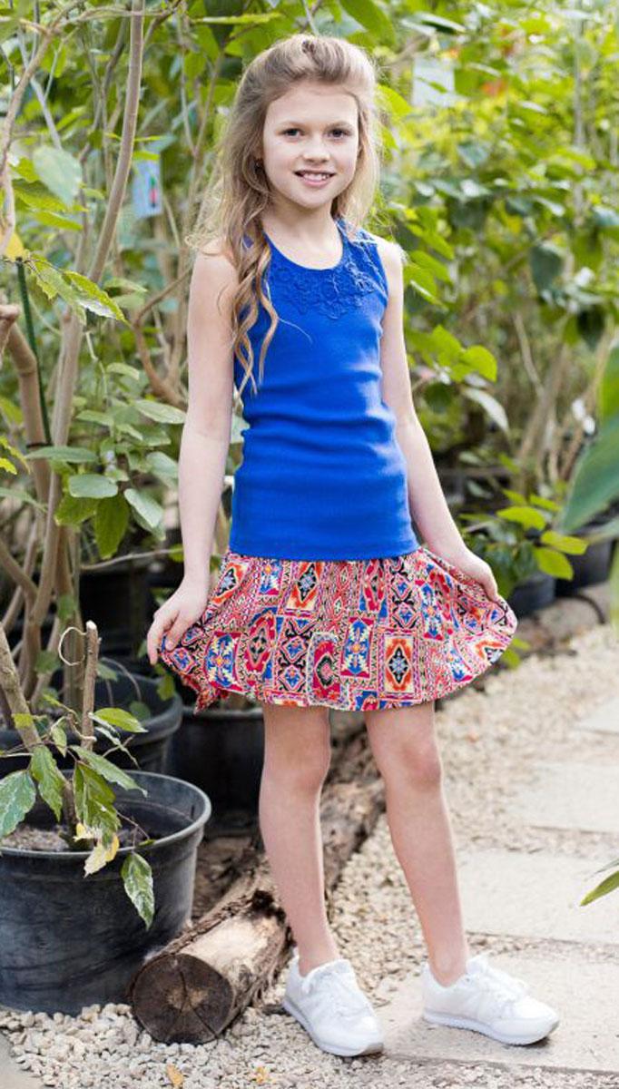Майка для девочки Luminoso, цвет: ярко-синий. 718019. Размер 140718019Трикотажная майка-топ для девочки. Спинка декорирована кружевной вставкой.