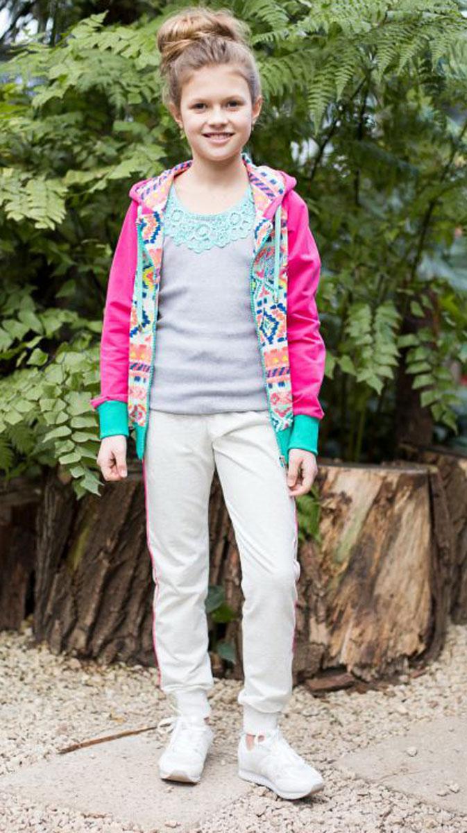 Спортивный костюм для девочки Luminoso, цвет: серый меланж, мультиколор. 718022. Размер 140718022Комбинированный костюм из мягкого футера. Куртка с рукавами-реглан застегивается на молнию и декорирована оригинальным этническим принтом. Брюки спортивного стиля с зауженным низом собраны на мягкую резинку. Пояс-резинка дополнен шнуром для регулирования объема.