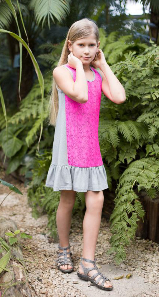 Платье для девочки Luminoso, цвет: серый, розовый. 718021. Размер 140718021Трикотажное платье свободного кроя декорировано контрастным кружевом и воланом по низу изделия.