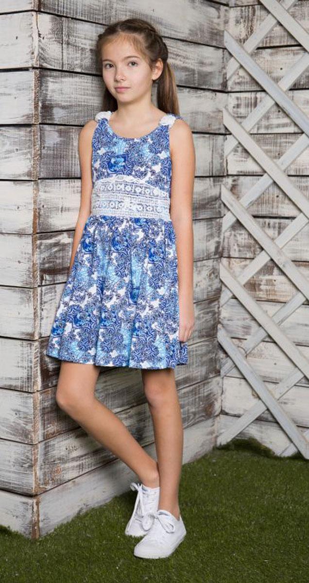Платье для девочки Luminoso, цвет: голубой. 718055. Размер 152718055Трикотажное платье приталенного кроя из принтованной ткани. Пояс платья декорирован контрастным кружевным плетением.